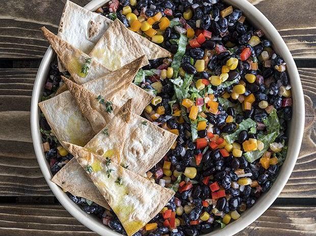 Συνταγή για μεξικάνικη υγιεινή σαλάτα από τον Άκη Πετρετζίκη