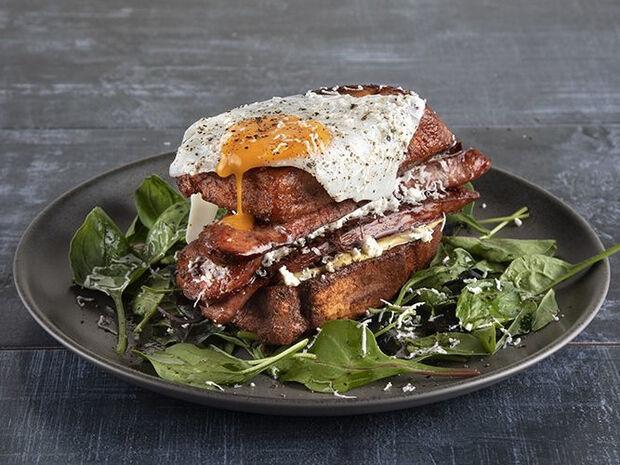 Συνταγή για αβγόφετες σάντουιτς από τον Άκη Πετρετζίκη