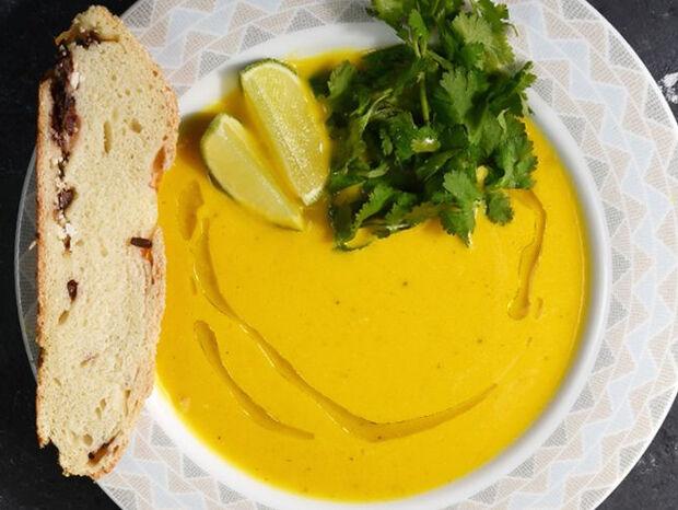 Συνταγή για καροτόσουπα από τον Άκη Πετρετζίκη