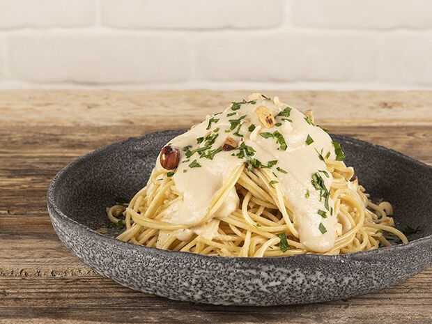 Συνταγή για vegan spaghetti Alfredo από τον Άκη Πετρετζίκη