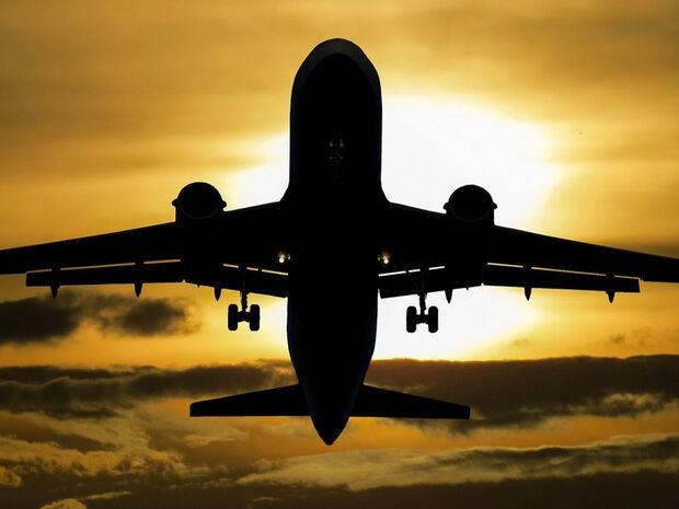 Αεροσυνοδός αποκαλύπτει: «Μην καταναλώσετε ΠΟΤΕ αυτά στο αεροπλάνο»