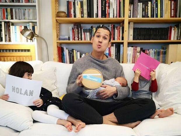 Χαμός στο σαλόνι του Σωτήρη Κοντιζά - Δείτε πώς παίζουν τα παιδιά του