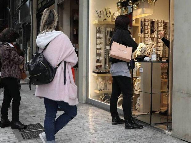 Ωράριο καταστημάτων: Τι άλλαξε - Οι ώρες που ανοίγουν και κλείνουν μαγαζιά, κομμωτήρια