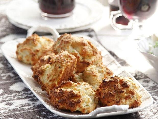 Συνταγή για αλμυρά μπισκότα με κοπανιστή από τον Άκη Πετρετζίκη
