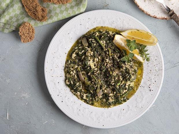 Συνταγή για σπανακόρυζο από τον Άκη Πετρετζίκη