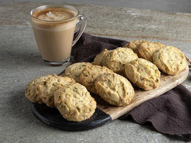 Συνταγή για cookies με φιστίκια Αιγίνης από τον Άκη Πετρετζίκη