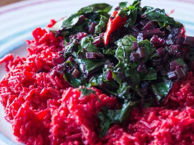Συνταγή για πικάντικο ρύζι παντζαριού  από τον Άκη Πετρετζίκη