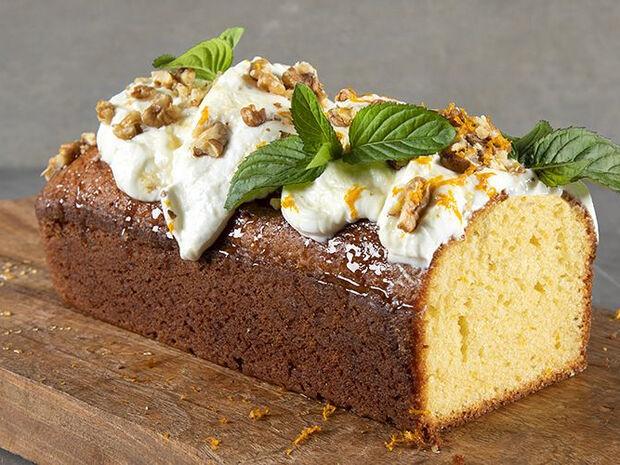 Συνταγή για κέικ με ελαιόλαδο και γιαούρτι από τον Άκη Πετρετζίκη
