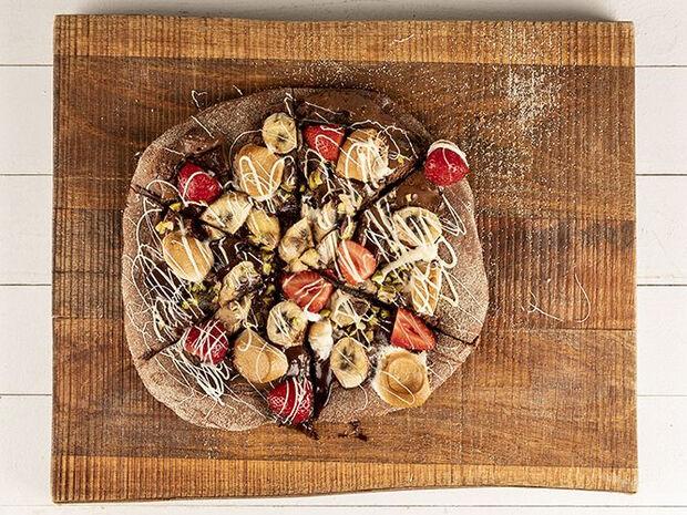 Συνταγή για σοκολατένια πίτσα από τον Άκη Πετρετζίκη