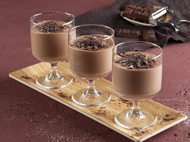 Συνταγή για μους σοκολάτας γάλακτος από τον Άκη Πετρετζίκη