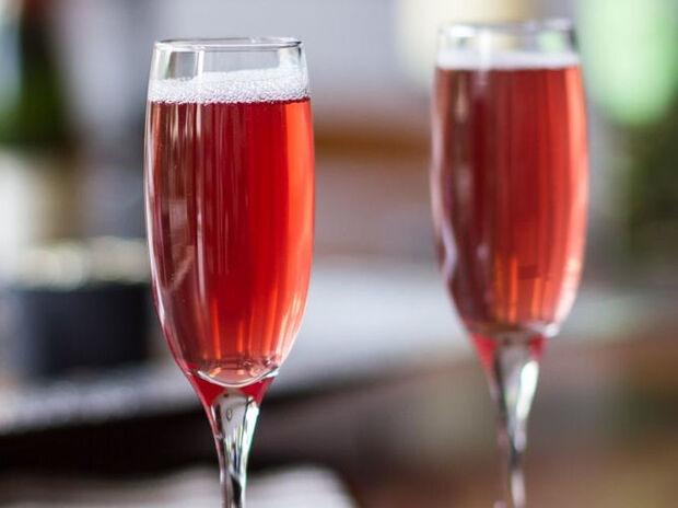 Συνταγή για champagne με ρόδια από τον Άκη Πετρετζίκη
