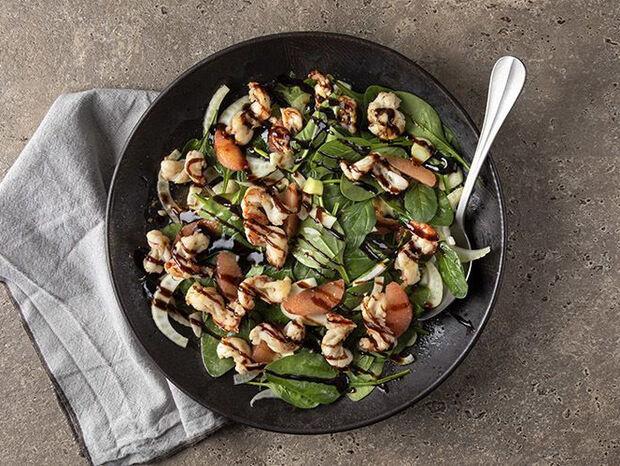 Συνταγή για σαλάτα με εσπεριδοειδή και γαρίδες από τον Άκη Πετρετζίκη