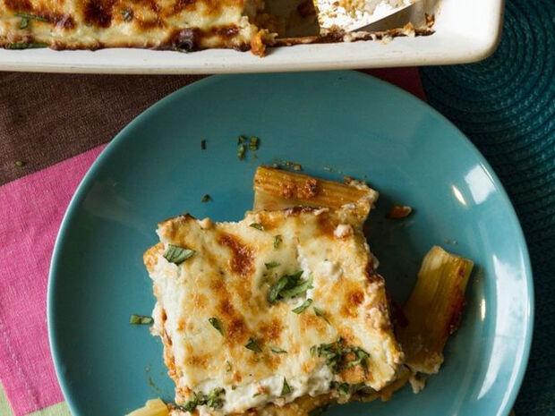 Συνταγή για παστίτσιο με ραγού και blue cheese από τον Άκη Πετρετζίκη