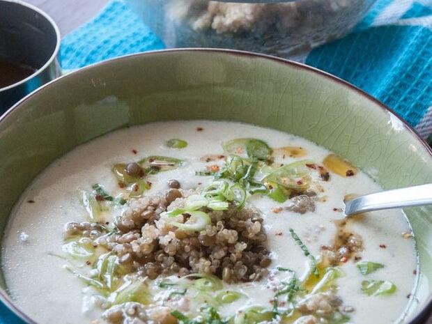 Συνταγή για σούπα με κινόα και φακές από τον Άκη Πετρετζίκη