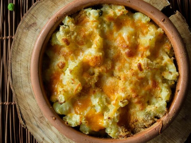Συνταγή για αρακά φούρνου με πουρέ πατάτας από τον Άκη Πετρετζίκη