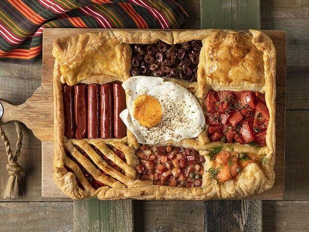 Συνταγή για breakfast pie από τον Άκη Πετρετζίκη