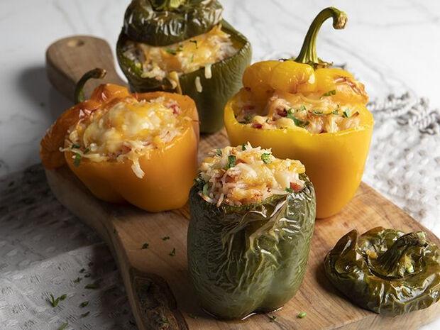 Συνταγή για γεμιστές πιπεριές από τον Άκη Πετρετζίκη