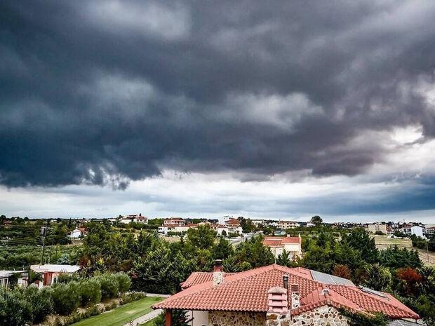Αλλάζει το σκηνικό του καιρού: Σαββατοκύριακο με βροχές και σκόνη από την Αφρική