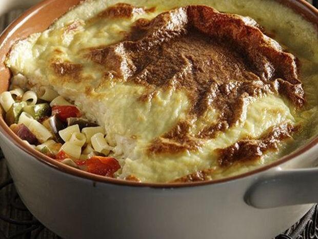 Συνταγή για νηστίσιμο παστίτσιο με μακαρονάκι κοφτό και ντοματίνια από τον Άκη Πετρετζίκη