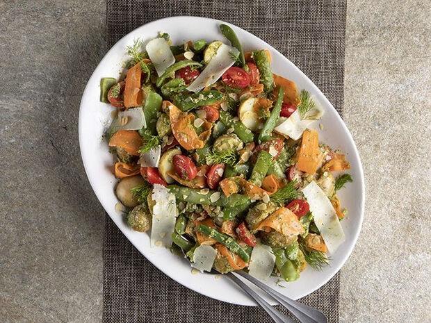 Συνταγή για σαλάτα με φασολάκια και πέστο άνηθου από τον Άκη Πετρετζίκη