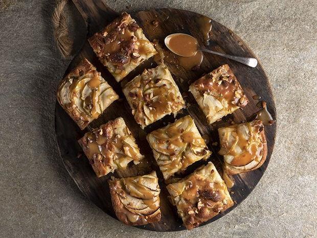 Συνταγή για φοκάτσια με μήλα και καραμέλα από τον Άκη Πετρετζίκη
