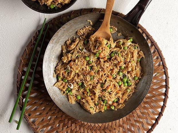 Συνταγή για τηγανητό ρύζι από τον Άκη Πετρετζίκη