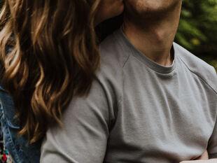Έχεις παρατηρήσει ότι όταν έχεις σχέση σε φλερτάρουν περισσότερο;