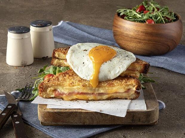 Συνταγή για deep-fried croque madame από τον Άκη Πετρετζίκη