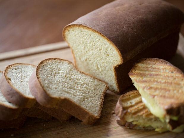 Συνταγή για ψωμί του τοστ από τον Άκη Πετρετζίκη