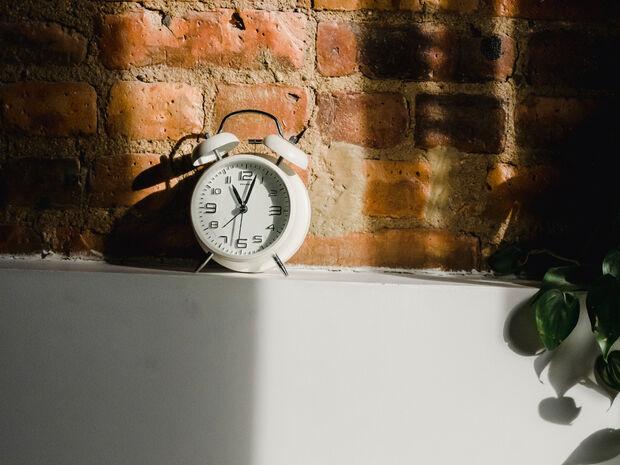 Μήπως τελικά το ξυπνητήρι κάνει κακό στην ψυχική σου υγεία;