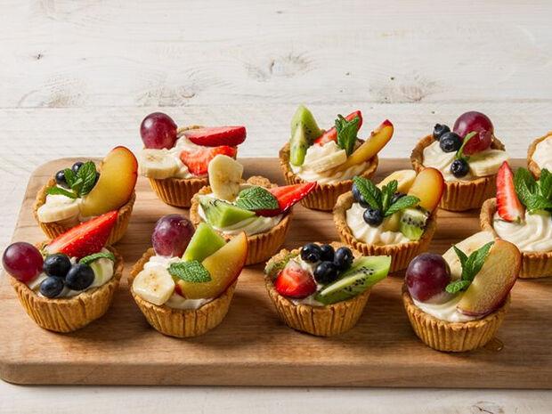 Συνταγή για ταρτάκια με φρούτα από τον Άκη Πετρετζίκη