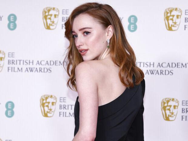 BAFTA 2021: Τα καλύτερα beauty looks από τη λαμπερή βραδιά