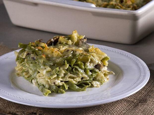 Συνταγή για σουφλέ με μακαρόνια στον φούρνο από τον Άκη Πετρετζίκη