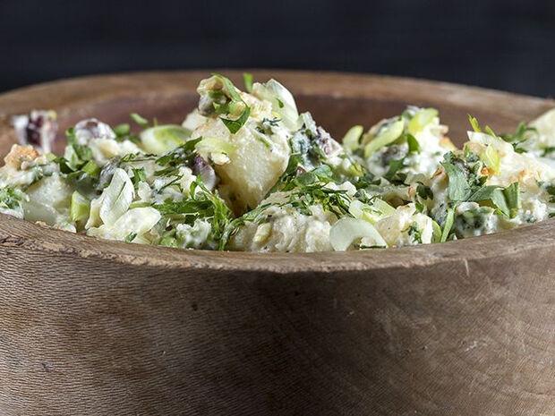 Συνταγή για πατατοσαλάτα από τον Άκη Πετρετζίκη