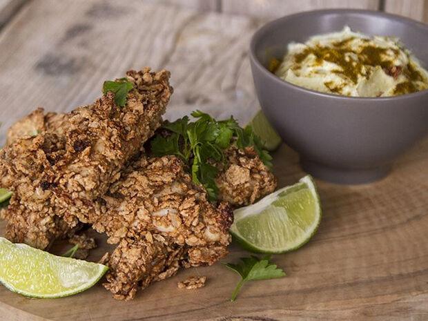 Συνταγή για κοτόπουλο πανέ με δημητριακά από τον Άκη Πετρετζίκη