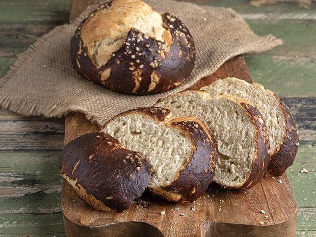 Συνταγή για ψωμί πρέτζελ από τον Άκη Πετρετζίκη
