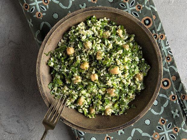 Συνταγή για ταμπουλέ με ρεβίθια από τον Άκη Πετρετζίκη