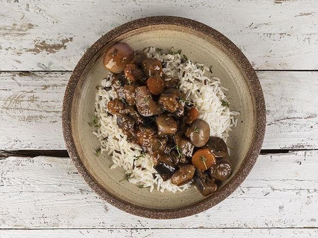 Συνταγή για μελιτζάνες μπουργκινιόν από τον Άκη Πετρετζίκη