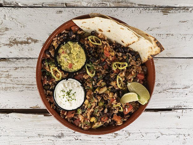 Συνταγή για μεξικάνικο με μαύρα φασόλια από τον Άκη Πετρετζίκη