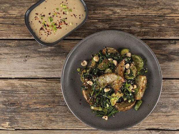 Συνταγή για αγκινάρες με σπανάκι από τον Άκη Πετρετζίκη