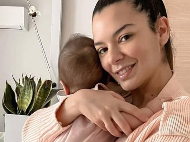 Νικολέττα Ράλλη: Δείτε πώς φωτογράφισε τον σύντροφο και την κόρη της