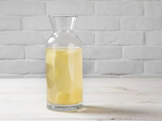 Συνταγή για αντιοξειδωτική λεμονάδα με τζίντζερ από τον Άκη Πετρετζίκη
