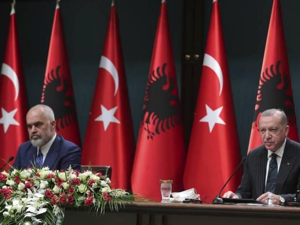 Ρίχνει πάλι... δίχτυα στην Αλβανία ο Ερντογάν: Παρέμβαση σε εγκαίνια προεκλογικού κέντρου