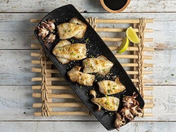 Συνταγή για καλαμάρια με σάλτσα τεριγιάκι από τον Άκη Πετρετζίκη