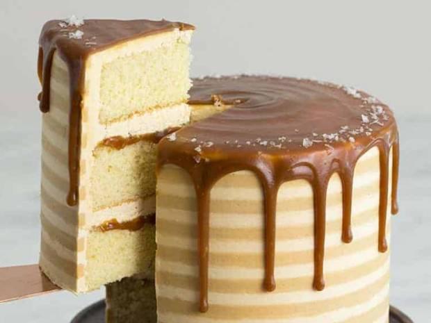 Το κέικ καραμέλας που θα δε θα θέλεις να τελειώσει ποτέ (video)
