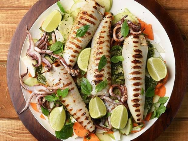 Συνταγή για νηστίσιμο γεμιστό καλαμάρι από τον Άκη Πετρετζίκη