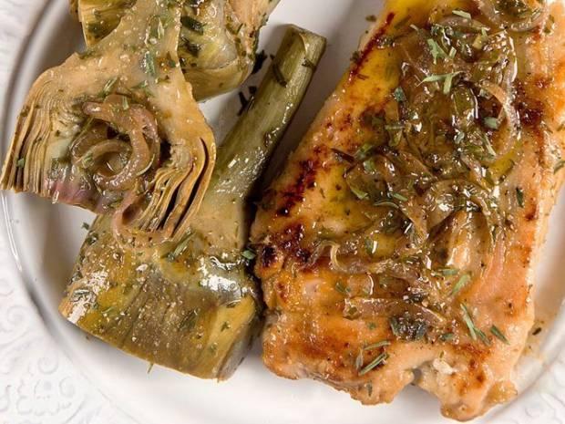 Συνταγή για κοτόπουλο σοτέ με αγκινάρες από τον Άκη Πετρετζίκη