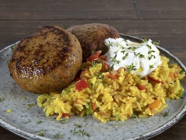 Συνταγή για μπιφτέκια γαλοπούλας από τον Άκη Πετρετζίκη