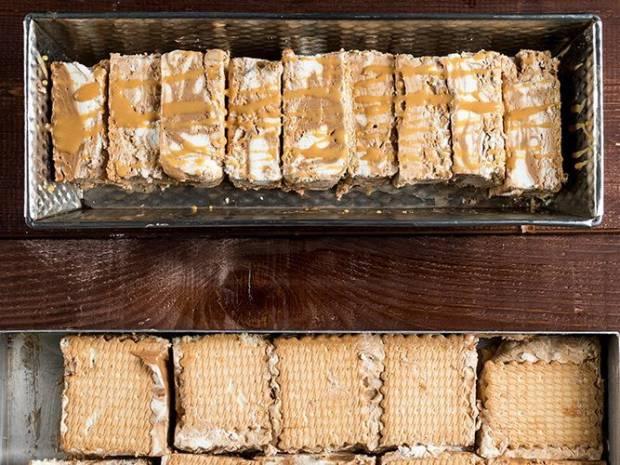 Συνταγή για παγωτό σάντουιτς καραμέλα-σοκολάτα από τον Άκη Πετρετζίκη