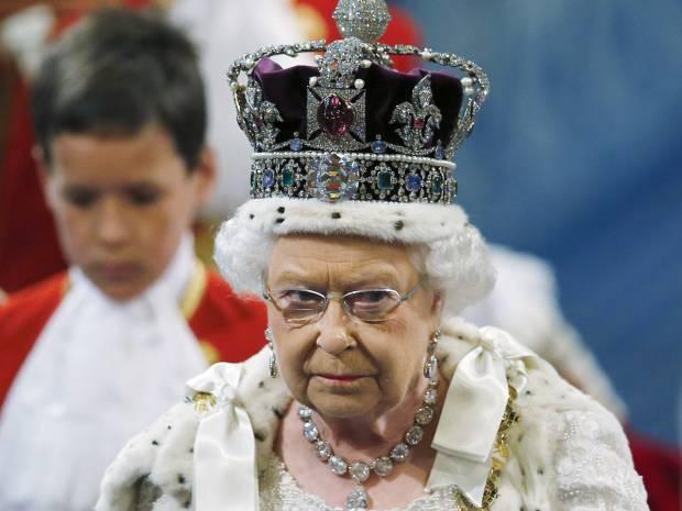 Αυτός είναι ο λόγος που ποτέ δε θα δεις τη βασίλισσα Ελισάβετ με κινητό